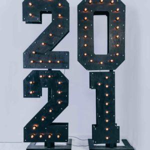 Чёрные деревянные цифры 2021 с лампочками от Family Lights