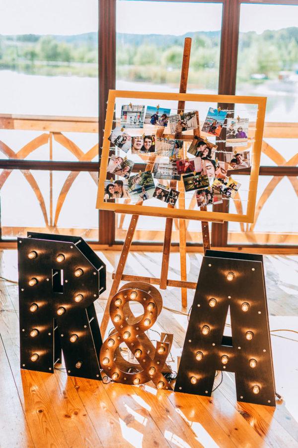 Символы (инициалы) с лампочками R&A от семейной мастерской декора Family Lights
