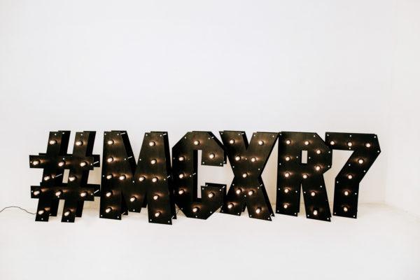 Чёрные буквы с лампочками от Family Lights