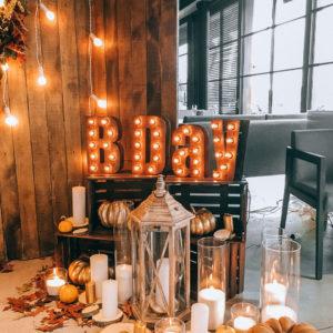 Буквы с лампочками B Day от Family Lights