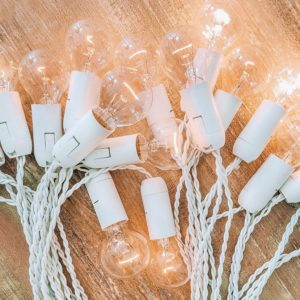 Белая ретро-гирлянда от семейной мастерской Family Lights