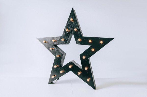 Чёрная звезда с лампочками от Family Lights, c отверстием