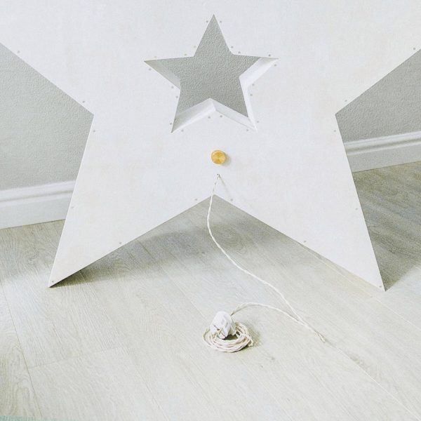Тыльная сторона звёзды с лампочками – место регуляции яркости декора Family Lights