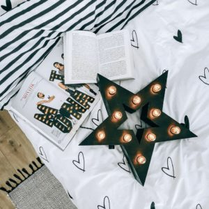 Чёрная звезда от мастерской декора Family Lights в стиле Box с лампочками