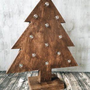 Новогодняя деревянная ёлка с лампочками от семейной мастерской Family Lights